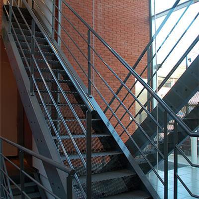 Metalen binnentrappen de kooning metaalwerken - Binnen trap ...
